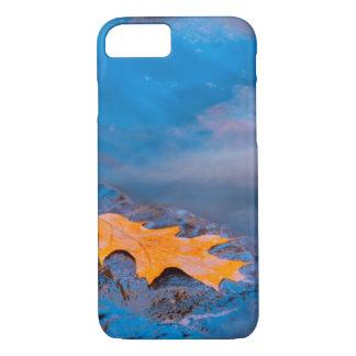 Coque iPhone 8/7 Feuille de chêne sur la roche en rivière de