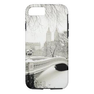 Coque iPhone 8/7 Hiver de Central Park - neige sur le pont d'arc