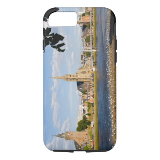 Coque iPhone 8/7 Horizon et rivière de ville étrange d'Inverness