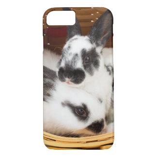 Coque iPhone 8/7 Jeunes lapins de Rex dans le panier 2 de Pâques