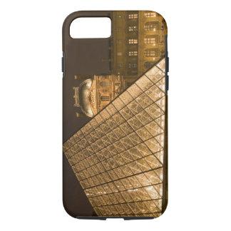 Coque iPhone 8/7 La France, Paris. Le Louvre au crépuscule. Crédit