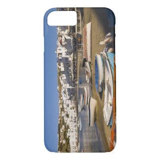Coque iPhone 8/7 La ville de port avec les bateaux de pêche colorés
