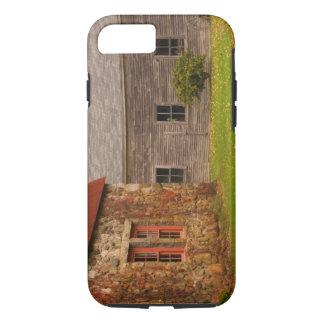 Coque iPhone 8/7 Le Maine, vieux bâtiment en pierre et grange en