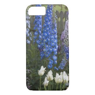 Coque iPhone 8/7 Le ressort fleurit le long d'un chemin de jardin,