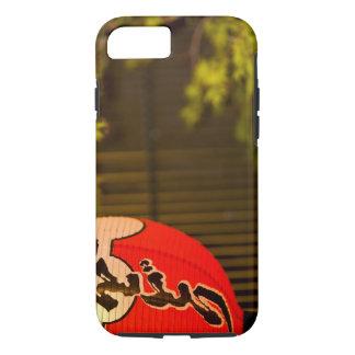 Coque iPhone 8/7 Le rouge a peint le lampion et l'arbre, Kyoto,