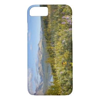 Coque iPhone 8/7 Les fleurs sauvages de prairie et abaissent le lac