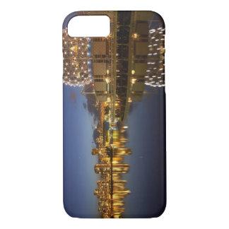 Coque iPhone 8/7 Monde de la Science et CBD reflétés dans False