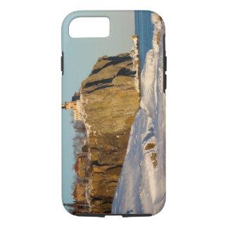Coque iPhone 8/7 Parc d'état fendu de phare de roche sur le lac