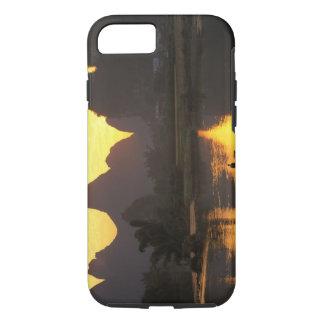 Coque iPhone 8/7 Radeau de pêche sur la rivière de Li avec la