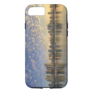 Coque iPhone 8/7 Regarder à travers False Creek l'horizon de