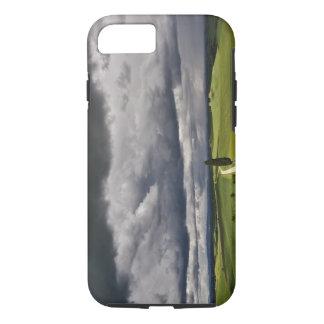 Coque iPhone 8/7 Route et nuages de tempête, région rurale de la