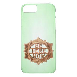 Coque iPhone 8/7 Soyez ici maintenant sur le vert avec la lueur