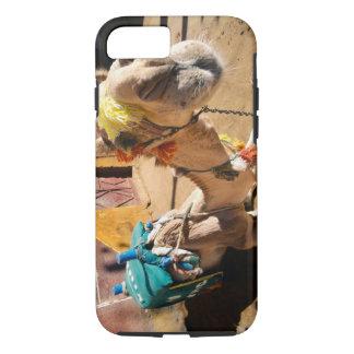 Coque iPhone 8/7 Un chameau amical attend son prochain cavalier, le