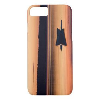 Coque iPhone 8/7 Un skiff au lever de soleil dans la portée