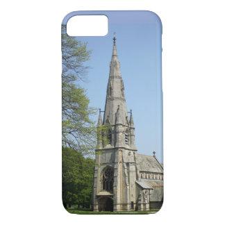 Coque iPhone 8/7 Une église renversante avec la flèche un jour de