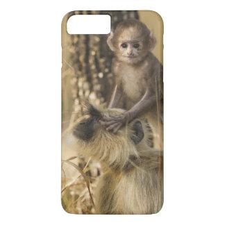 Coque iPhone 8 Plus/7 Plus Adulte de Langur de Hanuman avec des jeunes