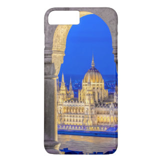 Coque iPhone 8 Plus/7 Plus Bâtiment hongrois du Parlement au crépuscule