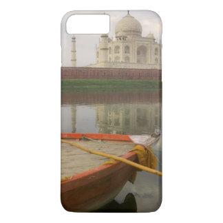 Coque iPhone 8 Plus/7 Plus Canoe dans l'eau avec le Taj Mahal, Âgrâ, Inde