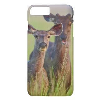 Coque iPhone 8 Plus/7 Plus Cerfs communs de Sambar dans les prés, parc