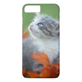 Coque iPhone 8 Plus/7 Plus Chatons mignons de bébé jouant dehors dans l'herbe