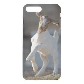 Coque iPhone 8 Plus/7 Plus Chèvre d'enfant jouant en terre