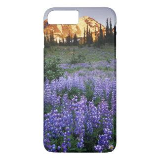 Coque iPhone 8 Plus/7 Plus Coucher du soleil au-dessus de Mt. Adams et un pré
