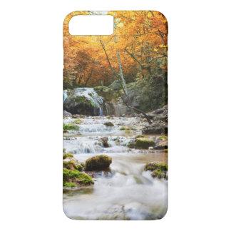 Coque iPhone 8 Plus/7 Plus La belle cascade dans la forêt, automne