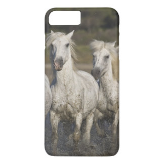 Coque iPhone 8 Plus/7 Plus La France, Camargue. Chevaux courus par les 2