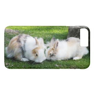Coque iPhone 8 Plus/7 Plus Lapins mignons sur l'herbe