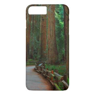 Coque iPhone 8 Plus/7 Plus Les Etats-Unis, la Californie. Chemin parmi des