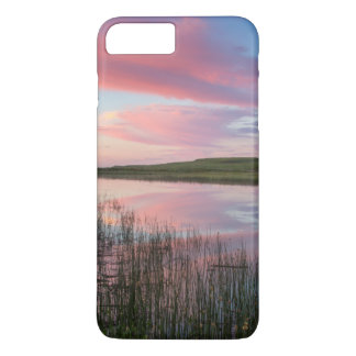 Coque iPhone 8 Plus/7 Plus L'étang de prairie reflète les nuages brillants de