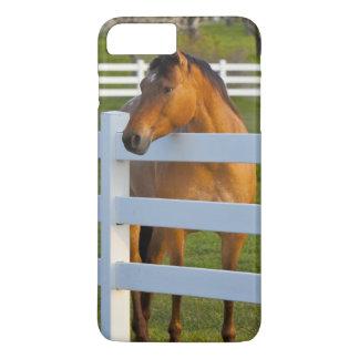 Coque iPhone 8 Plus/7 Plus Poses de cheval par le verger de cerise à tête