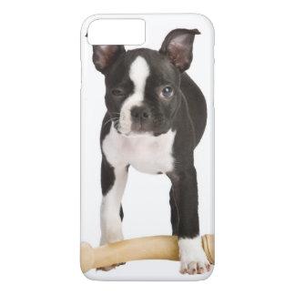 Coque iPhone 8 Plus/7 Plus Terrier de Boston gardant l'os twisty