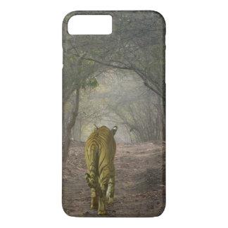Coque iPhone 8 Plus/7 Plus Tigre de Bengale dans la forêt dans Ranthambore
