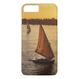Coque iPhone 8 Plus/7 Plus Trois falukas avec des touristes sur le Nil à