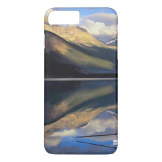 Coque iPhone 8 Plus/7 Plus Un rameur sur le lac Banff dans M. du Canada)