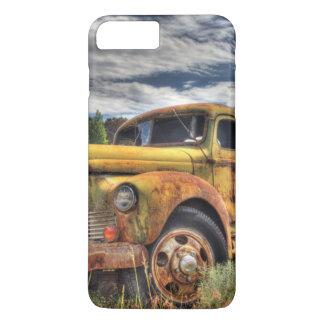 Coque iPhone 8 Plus/7 Plus Vieux camion abandonné dans le domaine