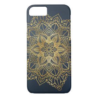 Coque iphone bleu d'arrière - plan de mandala d'or