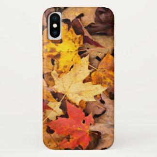 Coque iPhone X Arrière - plan de feuille d'automne coloré sur la
