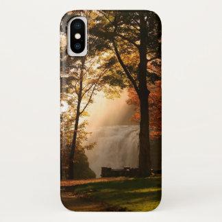 Coque iPhone X Brume de cascade d'automnes