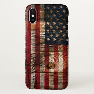 Coque iPhone X Drapeau américain des Etats-Unis sur le bois