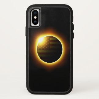 Coque iPhone X Éclipse solaire avec le drapeau américain