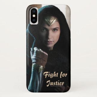 Coque iPhone X Femme de merveille dans le manteau