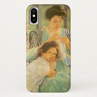 Coque iPhone X Jeune mère cousant par Mary Cassatt, art vintage