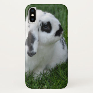 Coque iPhone X Lapin mignon sur l'herbe