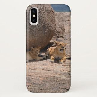Coque iPhone X Lions sur une roche