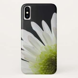 Coque iPhone X Marguerite blanche sur le noir