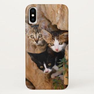 Coque iPhone X Photo drôle de trois de chat visages curieux