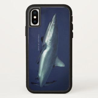Coque iPhone X Requin gris de récif dans la jacasserie Micronésie