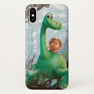Coque iPhone X Tache et Arlo marchant par la forêt